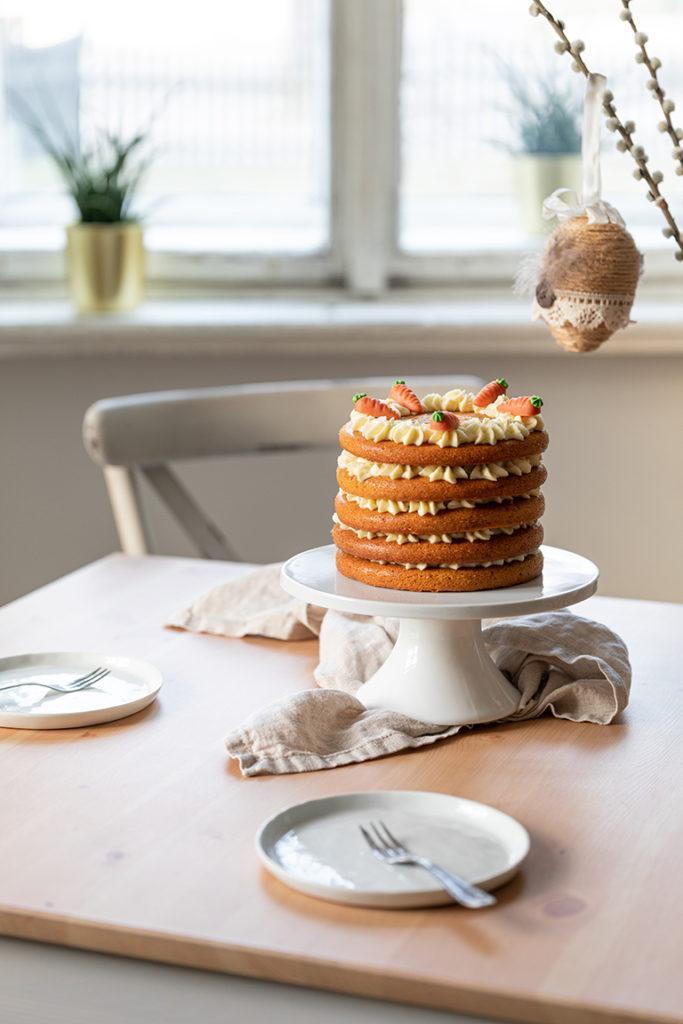 Saftiger Karottenkuchen als Naked Cake mit Frischkäse Creme Füllung nach einem Rezept von Sweets & Lifestyle®