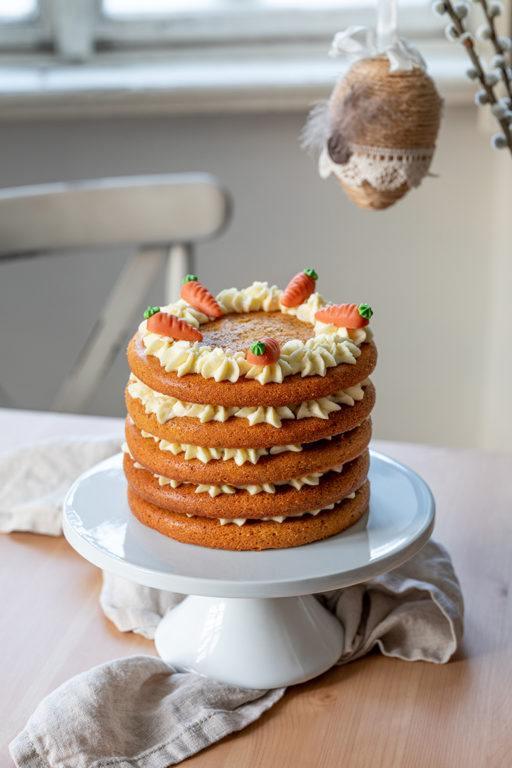 Saftige Karottentorte mit Frischkäse Creme gefüllt nach einem Rezept von Sweets & Lifestyle®