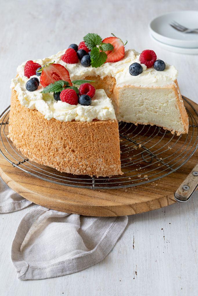 Luftiger Kuchen auch Angel Food Cake genannt nach einem Rezept von Sweets & Lifestyle®