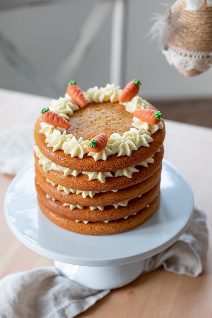 Naked Cake Karottenkuchen mit Frischkäse Creme nach einem Rezept von Sweets & Lifestyle®