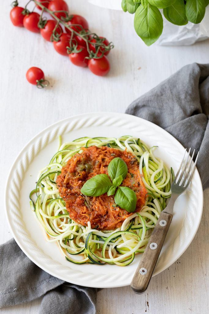 Zoodles mit vegetarischer Bolognese nach einem einfachen Rezept von Sweets & Lifestyle®