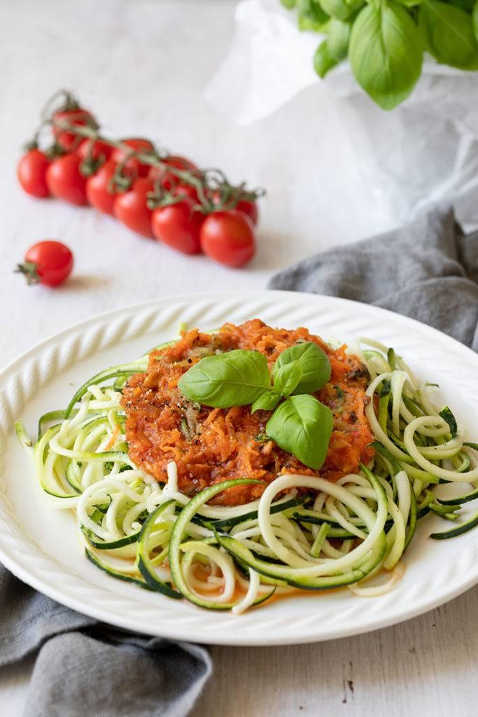 Zoodles mit vegetarischer Bolognese nach einem Rezept von Sweets & Lifestyle® als leckeres Sommergericht