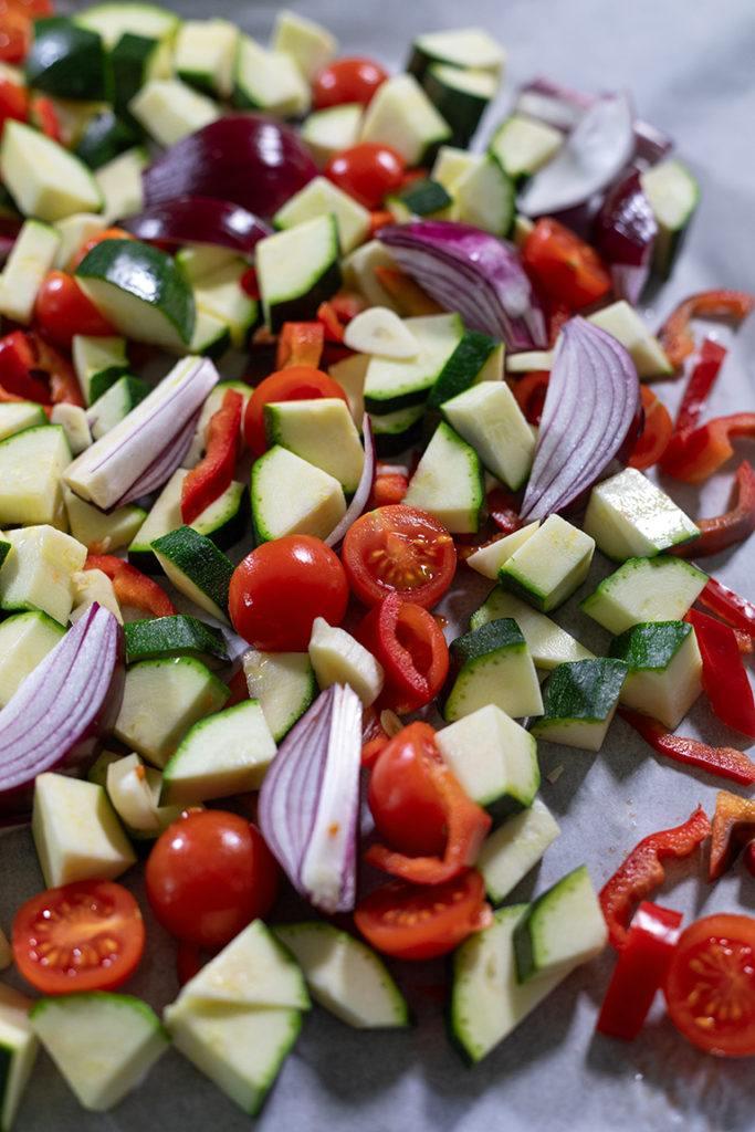 Geschnittenes Gemüse am Backblech für die Nudeln mit Ofengemuese nach einem Rezept von Sweets & Lifestyle®