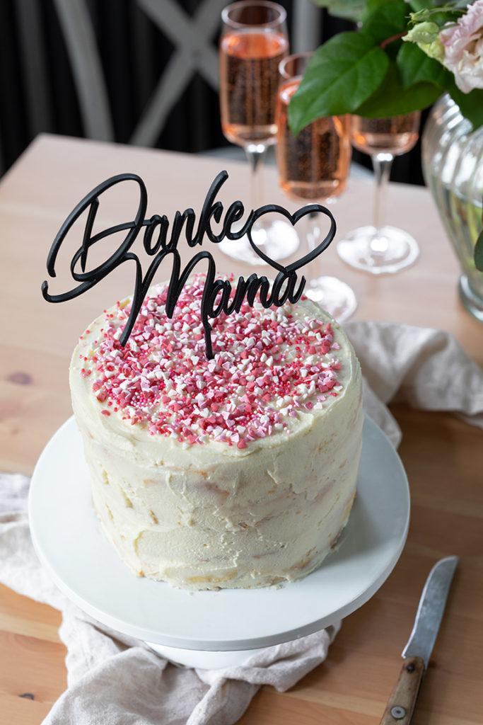 Leckere Konfetti Torte verziert mit Herz Sprinkles nach einem Rezept von Sweets & Lifestyle®