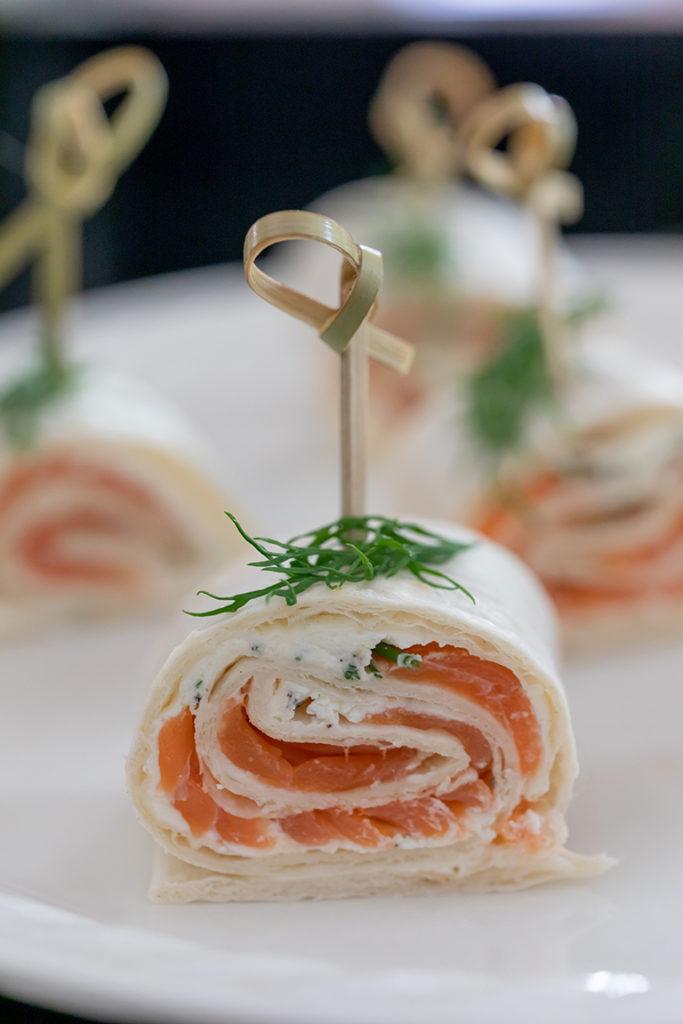 Leckere selbst gemachte Lachs Frischkäse Wrap als Fingerfood nach einem Rezept von Sweets & Lifestyle®