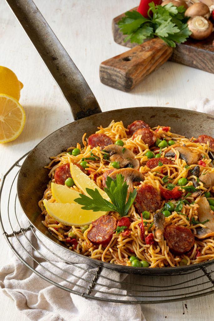 Leckere Nudel Paella mit Chorizo als schnelles Feierabendessen nach einem Rezept von Sweets & Lifestyle®