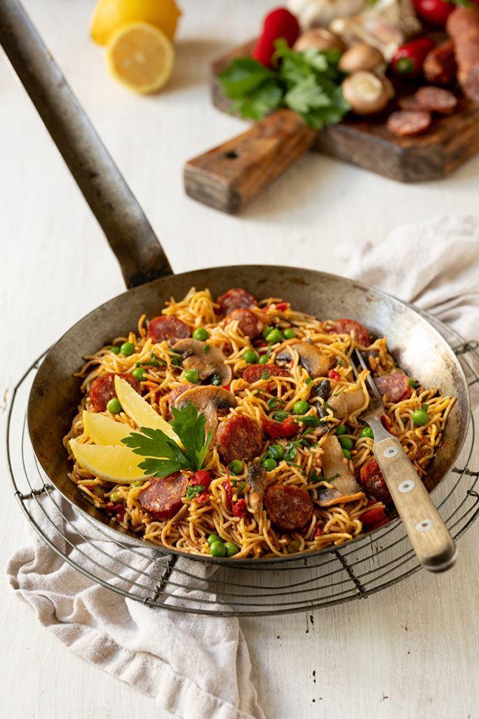 Schnelle Nudelpaella mit Chorizo nach einem Rezept von Sweets & Lifestyle®