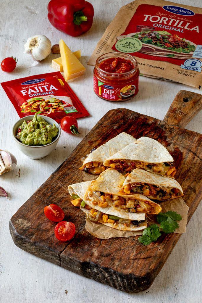 Selbst gemachte Quesadillas mit Huhn zubereitet mit Santa Maria Produkten nach einem Rezept von Sweets & Lifestyle®