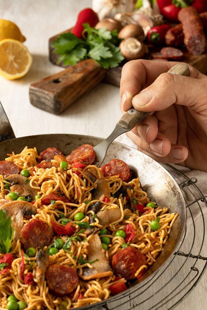 Wuerzige Nudelpaella mit Chorizo nach einem Rezept von Sweets & Lifestyle®