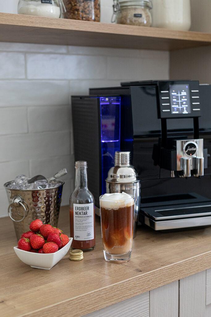 Eiskalt servierter Erdbeer Espresso nach einem Rezept von Sweets & Lifestyle®