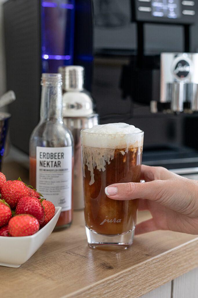 Geeister Erdbeer Espresso als erfrischendes Sommergetränk nach einem Rezept von Sweets & Lifestyle®