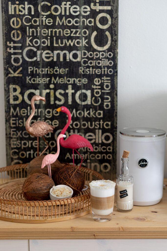 Leckerer Kokos Latte Macchiato mit Kokoslikoer nach einem Rezept von Sweets & Lifestyle®