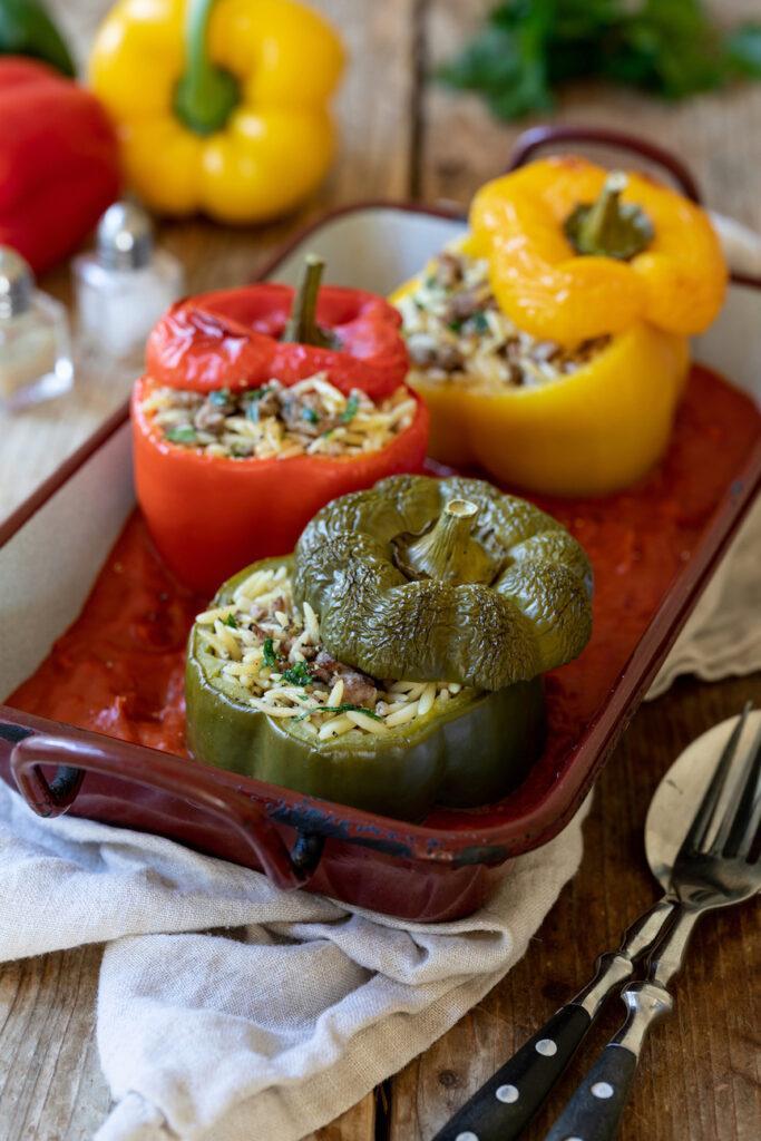 Einfaches Rezept fuer gefuellte Paprika mit Faschiertem und Nudelreis von Sweets & Lifestyle®