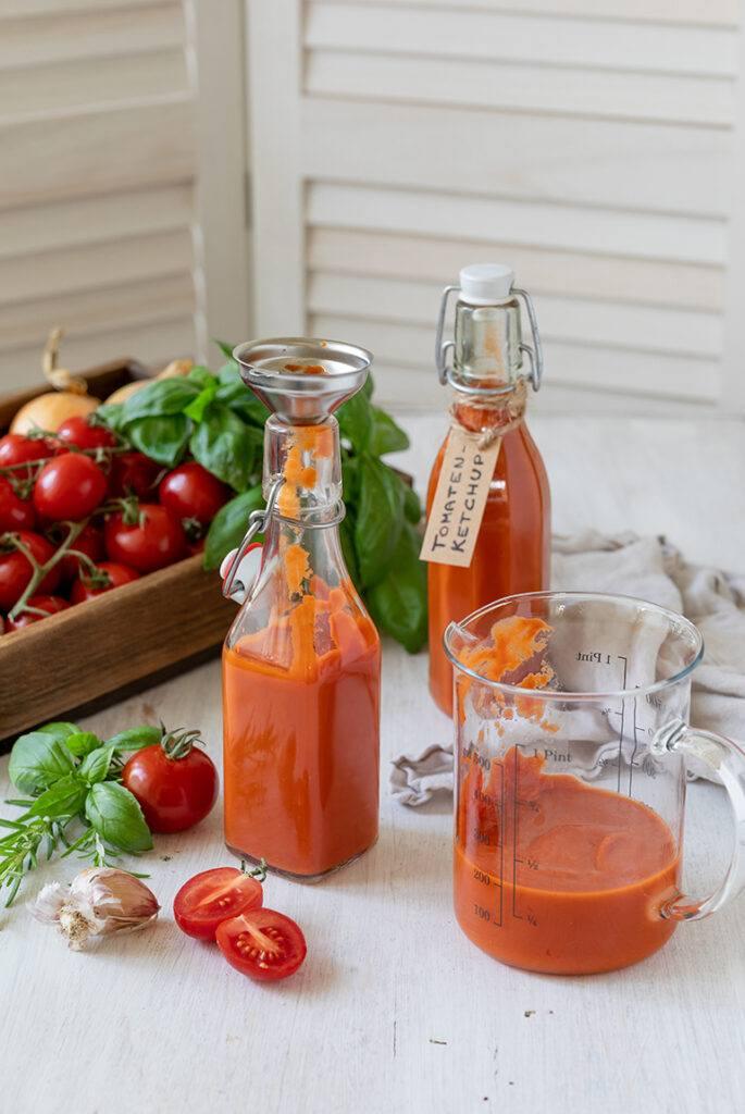 Ketchup selber machen ohne Zucker ist ganz einfach nach dem Rezept von Sweets & Lifestyle®