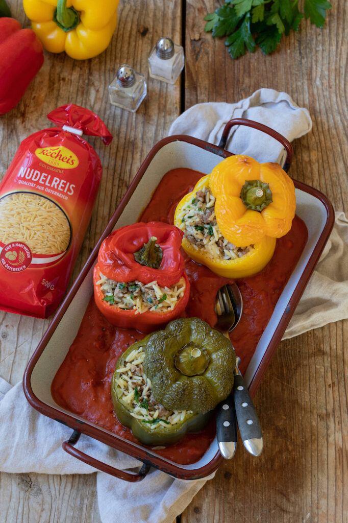 Mit Recheis Nudelreis und Faschiertem gefuellte Paprika nach einem Rezept von Sweets & Lifestyle®