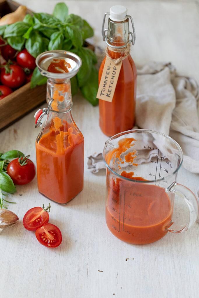 Selbst gemachter zuckerfreier Ketchup nach einem Rezept von Sweets & Lifestyle®