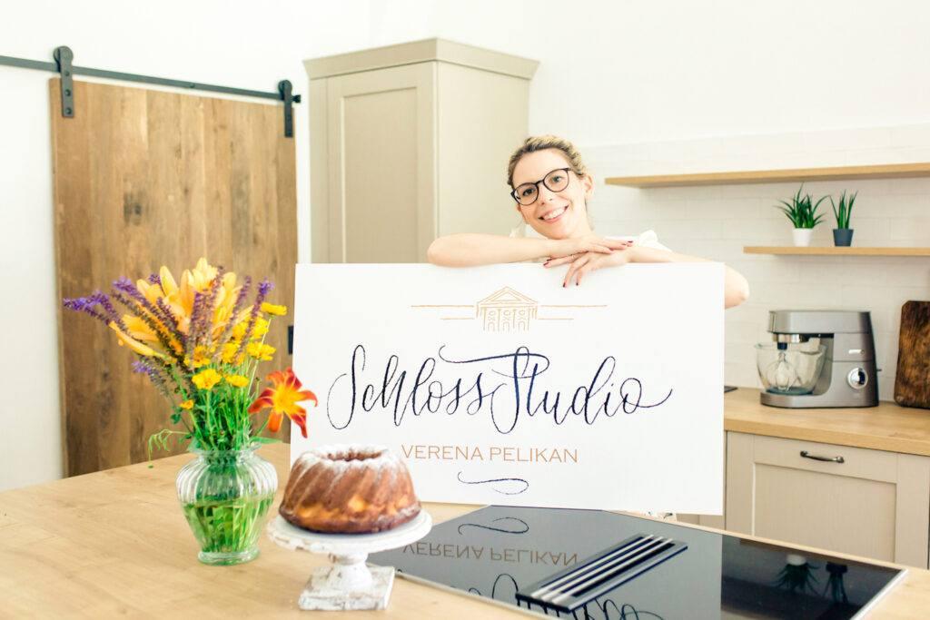Foodbloggerin Verene Pelikan in ihrem SchlossStudio ihrem Koch-, Foto- und Seminarstudio