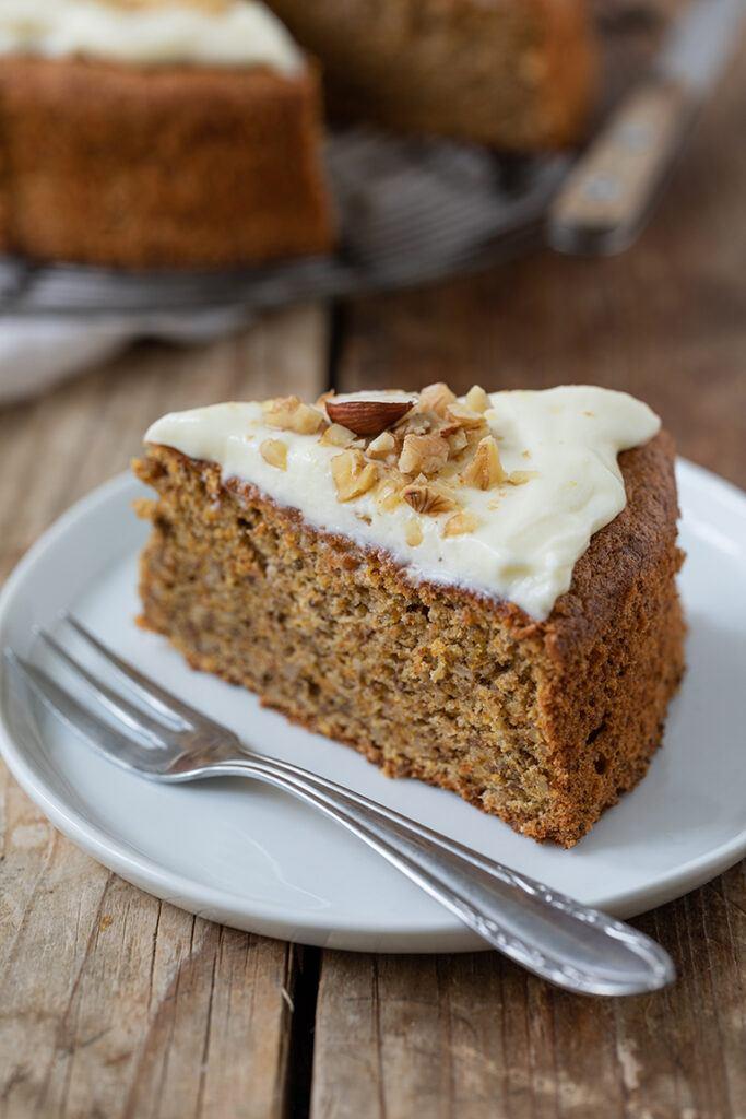 Ein Stueck vom gesunden saftigen Kuerbiskuchen nach einem Rezept von Sweets & Lifestyle®