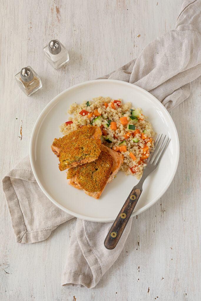 Lachs mit Kraeuter Parmesan Kruste und Quinoa Gemuese nach einem Rezept von Sweets & Lifestyle®