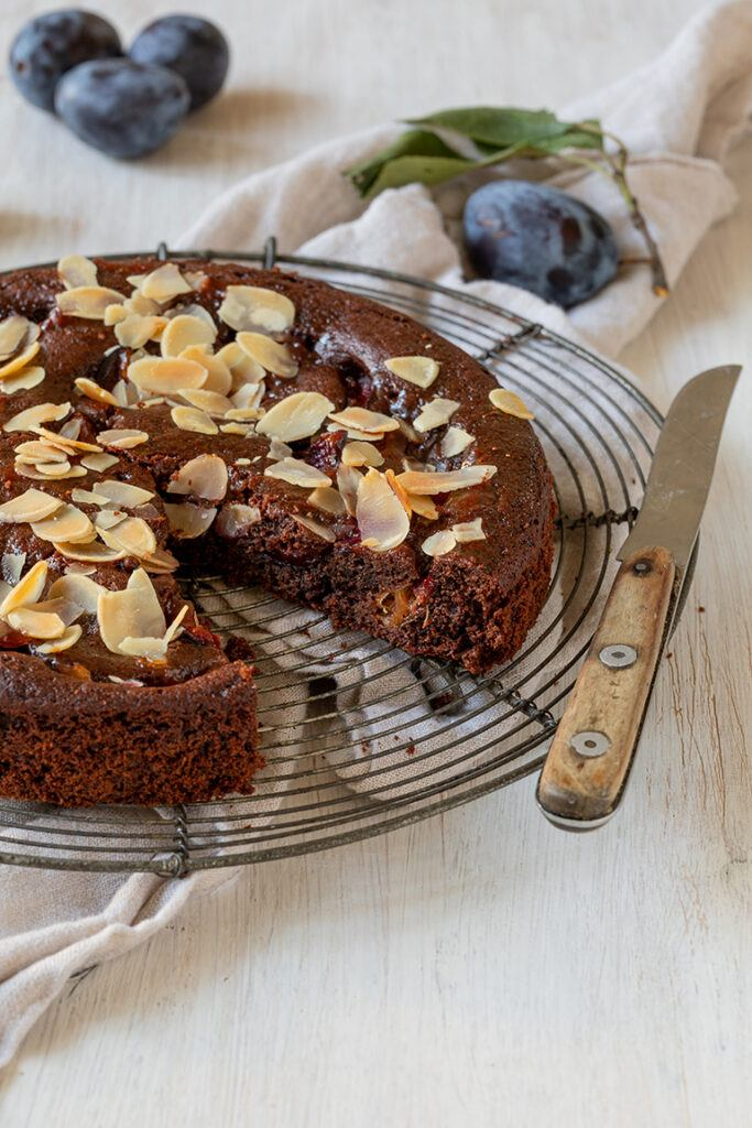 Leckerer Schokoladen Zwetschken Kuchen nach einem Rezept von Sweets & Lifestyle®