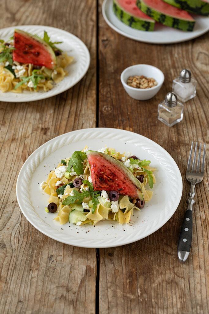 Leckerer Nudelsalat mit Gurke Feta un Wassermelone als Grillbeilage nach einem Rezept von Sweets & Lifestyle®