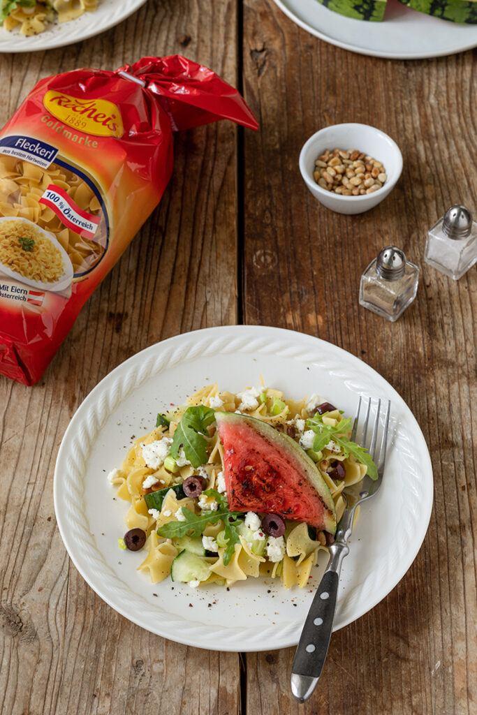 Nudelsalat mit Gurke gegrillter Wassermelone und Feta nach einem Rezept von Sweets & Lifestyle®