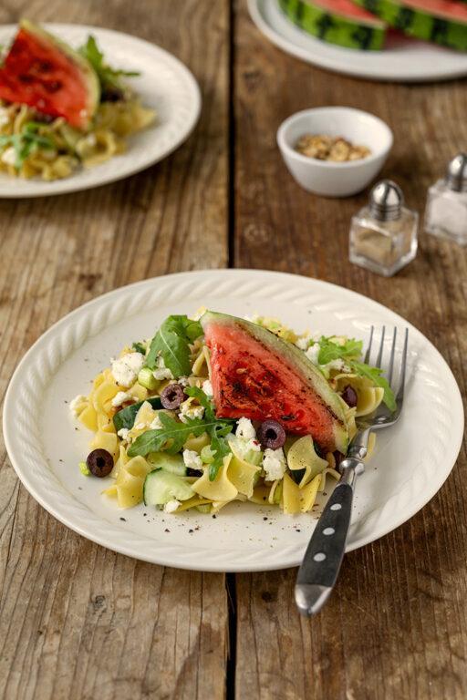 Pastasalat mit Salatgurke gegrillter Wassermelone und Feta nach einem Rezept von Sweets & Lifestyle®