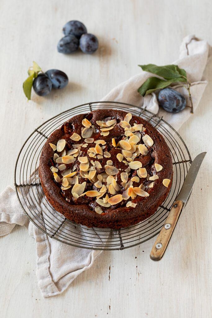 Einfach und schnell gemachter Schokoladen Zwetschken Kuchen nach einem Rezept von Sweets & Lifestyle®