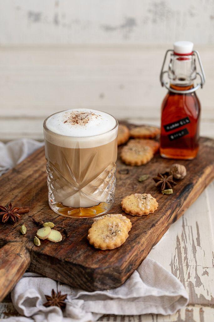 Leckerer Coffee Chai Latte als waermendes Getraenk im Herbst nach einem Rezept von Sweets & Lifestyle®