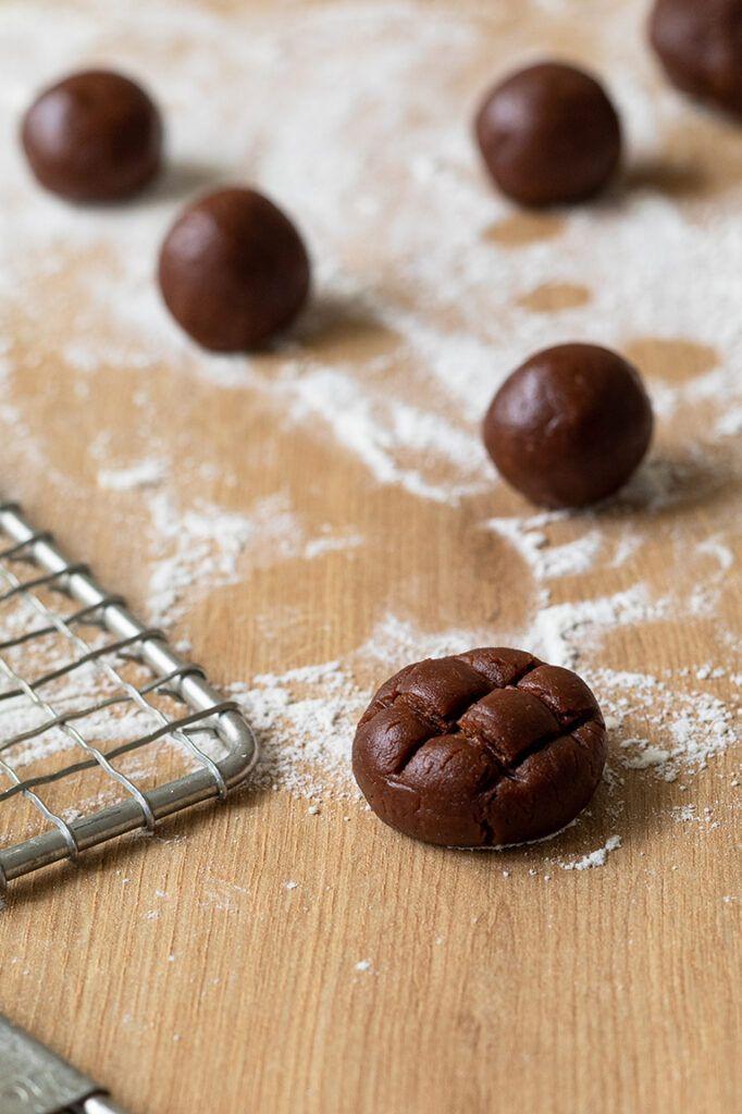 Leckere Gitter Cookies aus Schoko-Nuss-Muerbteig backen nach einem Rezept von Sweets & Lifestyle®