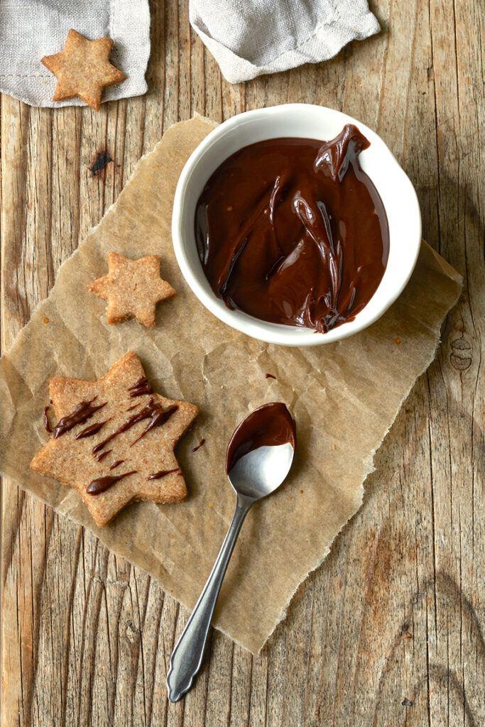 Leckere Vollkornkekse mit Schokolade verziert als Weihnachtskekse nach einem Rezept von Sweets & Lifestyle®