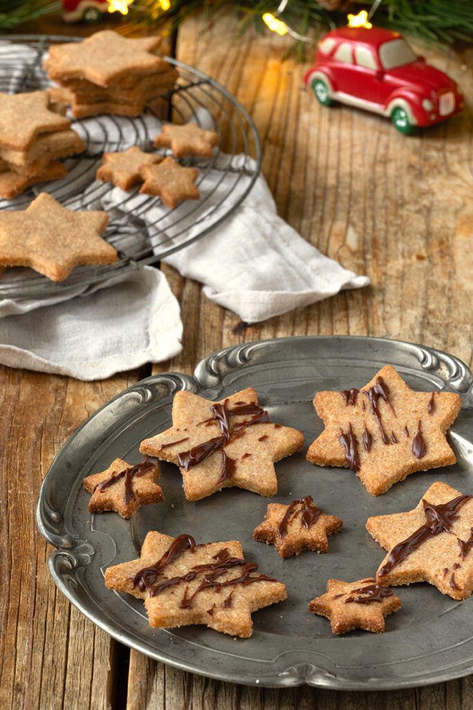 Leckere Vollkornplaetzchen mit Schokolade verziert nach einem Rezept von Sweets & Lifestyle®