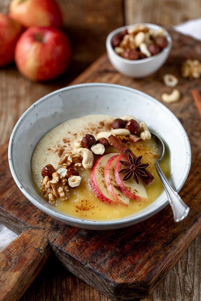 Waermender Griessbrei mit Apfelmus nach einem Rezept von Sweets & Lifestyle®