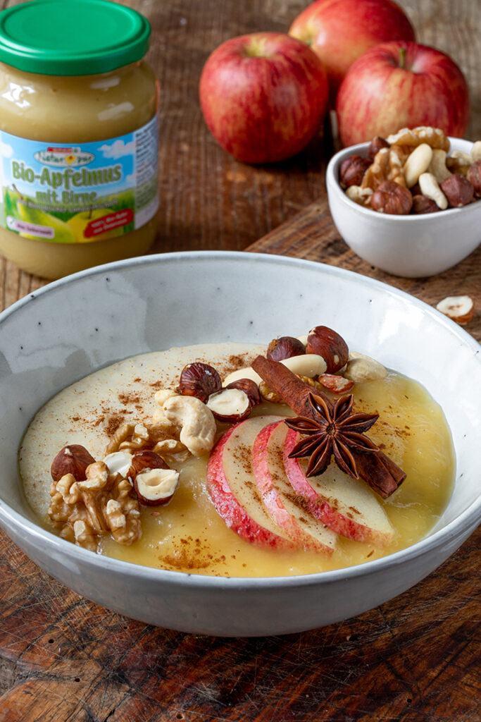 Leckeres Griesskoch mit Apfelmus nach einem Rezept von Sweets & Lifestyle®