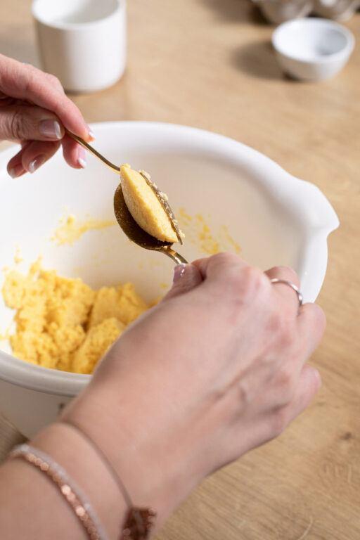 Griessnockerl mithilfe von zwei Teeloeffeln formen wie Verena von Sweets & Lifestyle®