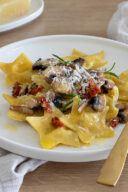 Leckeres Rezept fuer Sternravioli gefuellt mit Pilzen Ziegenfrischkaese und getrockneten Tomaten von Sweets & Lifestyle®