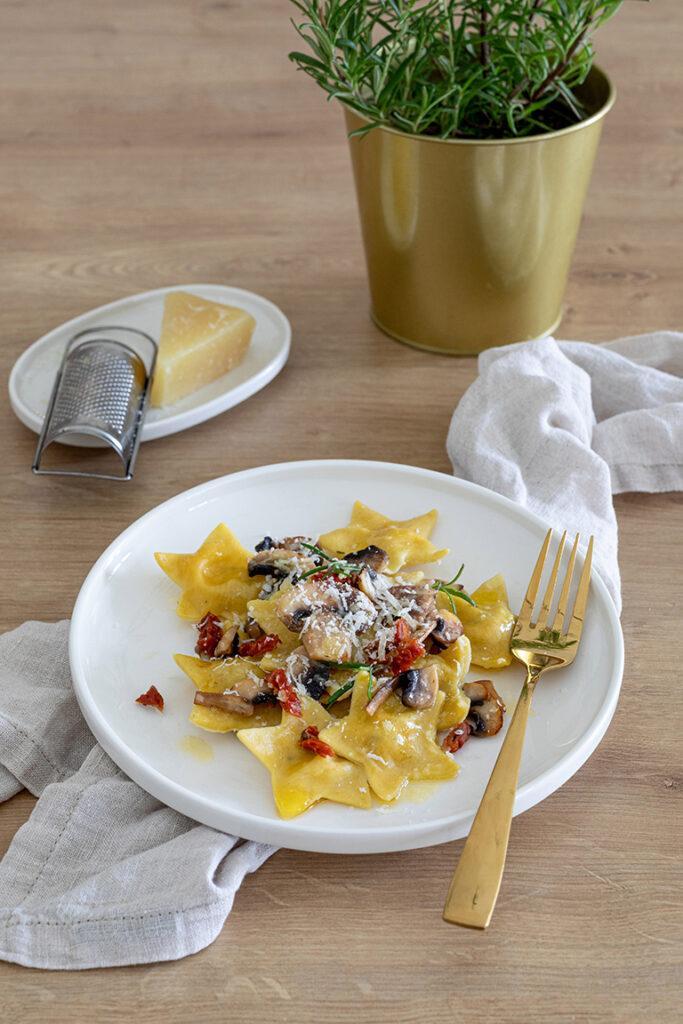 Sternravioli gefuellt mit Pilzen und Ziegenfrischkaese als Essen fuer Weihnachten nach einem Rezept von Sweets & Lifestyle®