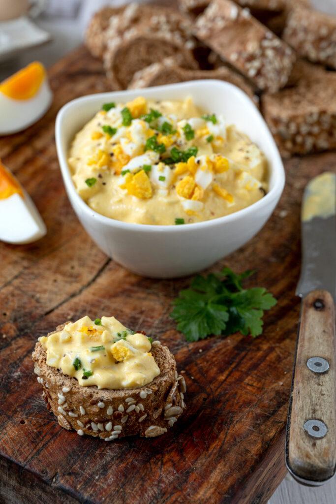 Klassischer Eiersalat ohne Mayonnaise nach einem Rezept von Sweets & Lifestyle®