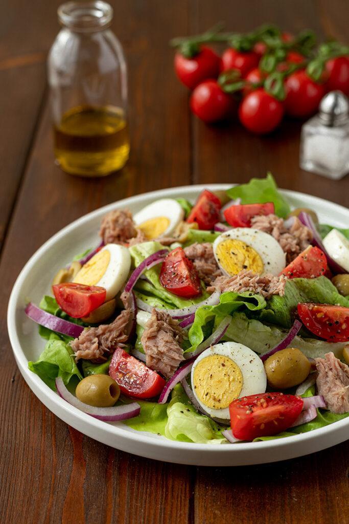 Kalorienarmer Thunfischsalat mit Ei und Tomate nach einem Rezept von Sweets & Lifestyle®