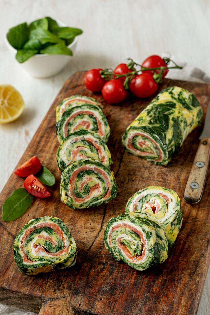 Leckere Spinat Lachs Roellchen mit Frischkaese als Low Carb Fingerfood nach einem Rezept von Sweets & Lifestyle®