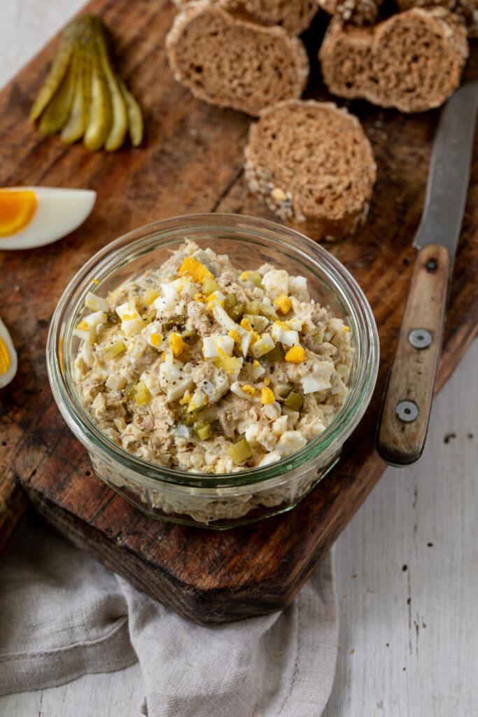 Einfacher Low Carb Thunfischaufstrich mit Ei und Sauerrahm nach einem Rezept von Sweets & Lifestyle®