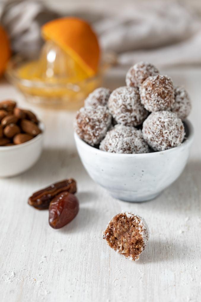 Selbst gemachte Energiebaellchen ohne Zucker nach einem Rezept von Sweets & Lifestyle®