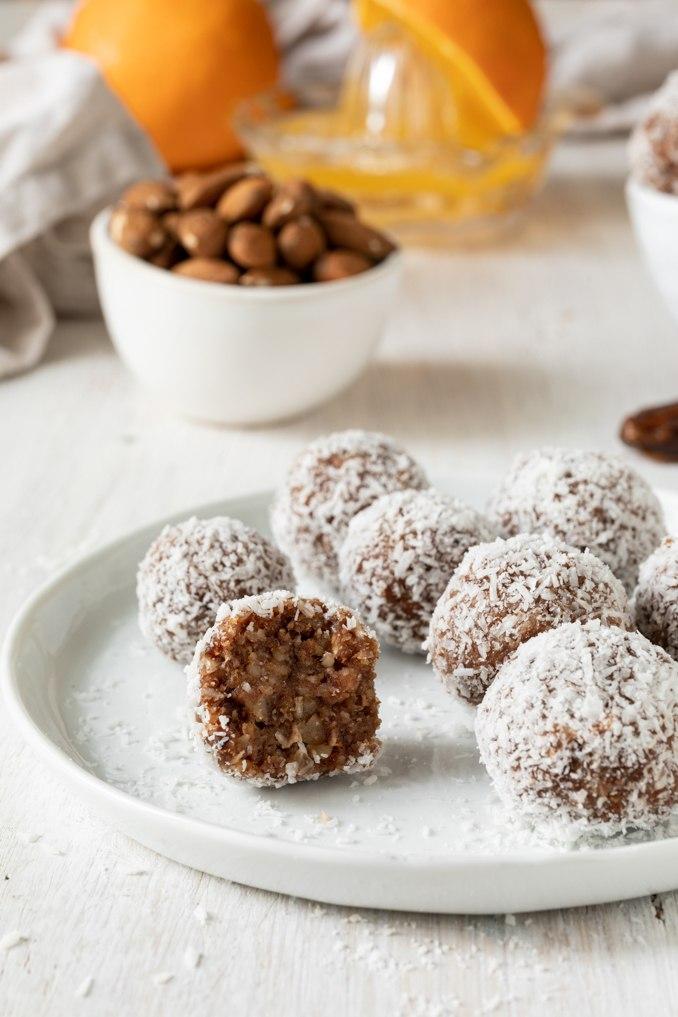 Leckere Energiebaellchen aus Trockenfruechten nach einem Rezept von Sweets & Lifestyle®