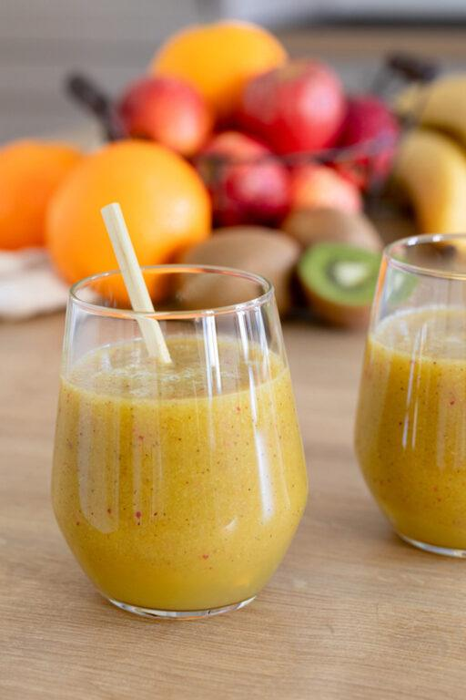 Einfacher Smoothie mit Banane Kiwi Apfel und Orange nach einem Rezept von Sweets & Lifestyle®