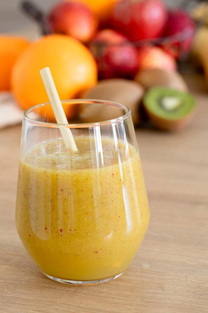 Einfaches Smoothie Rezept mit Banane, Apfel, Orange und Kiwi nach einem Rezept von Sweets & Lifestyle®