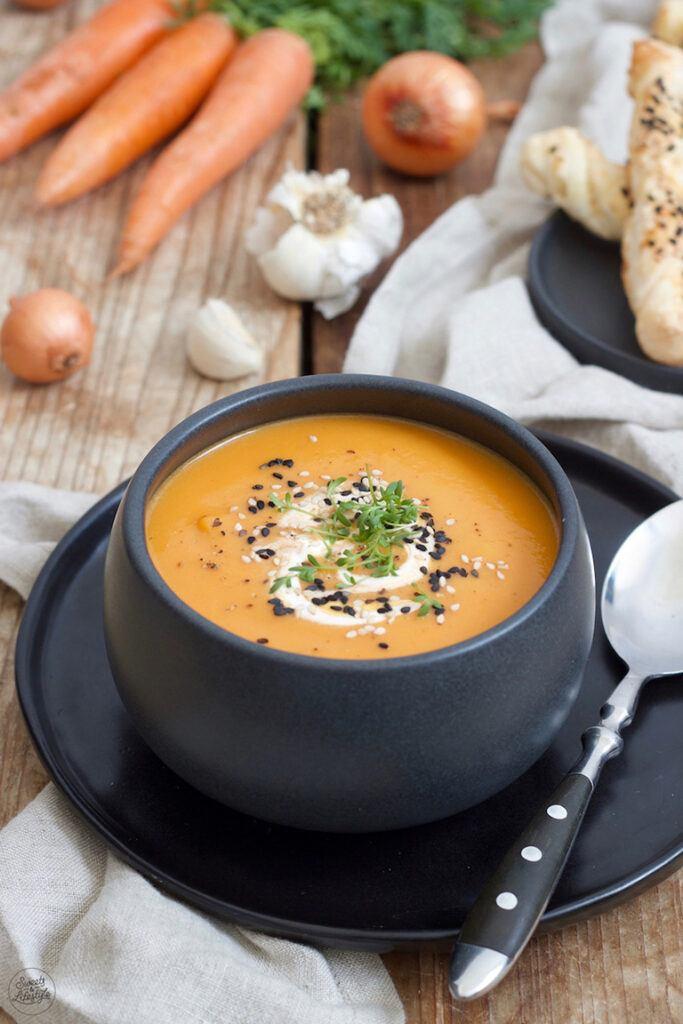 Leckere Karottensuppe mit Kokosmilch nach einem Rezept von Sweets & Lifestyle®