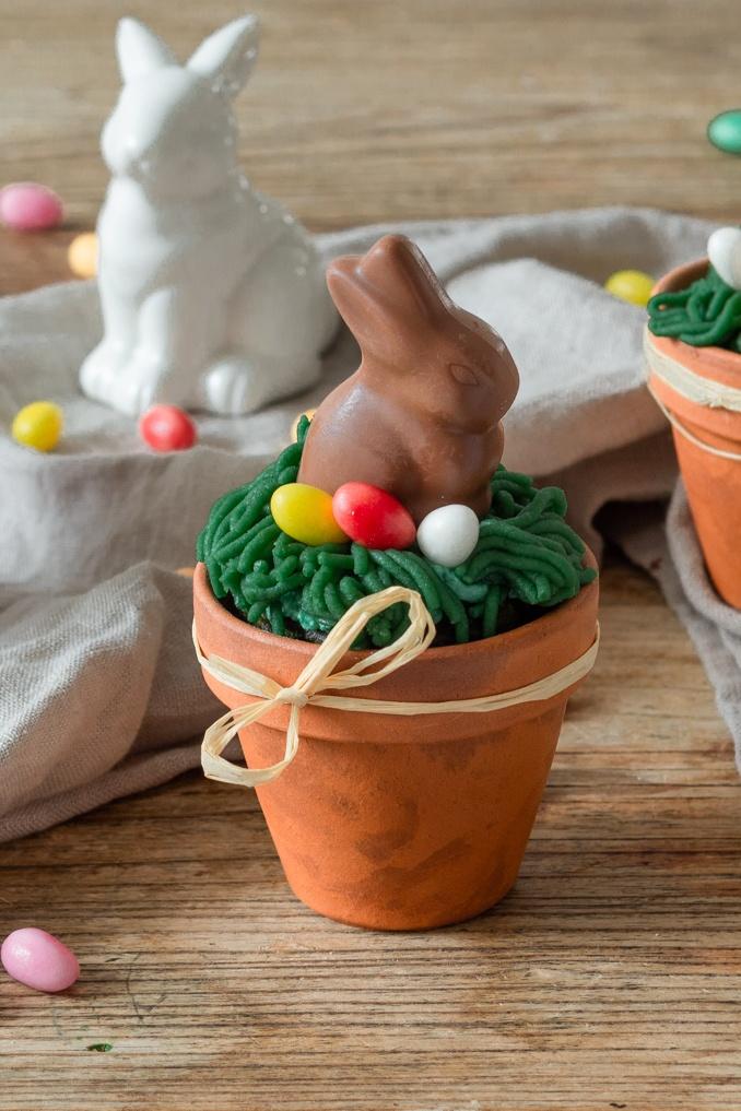 Einfacher Spinatkuchen als Osterkuchen im Blumentopf mit Marzipan und Schokoosterhase nach einem Rezept von Sweets & Lifestyle®