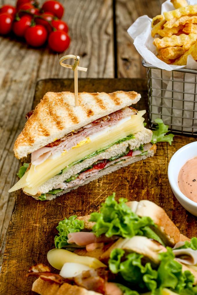 Schnelles Club Sandwich Rezept mit Schinken und knusprigem Speck nach einem Rezept von Sweets & Lifestyle®