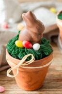 Suesser Spinatkuchen als Osterkuchen im Blumentopf mit Marzipangras und Osterhase nach einem Rezept von Sweets & Lifestyle®
