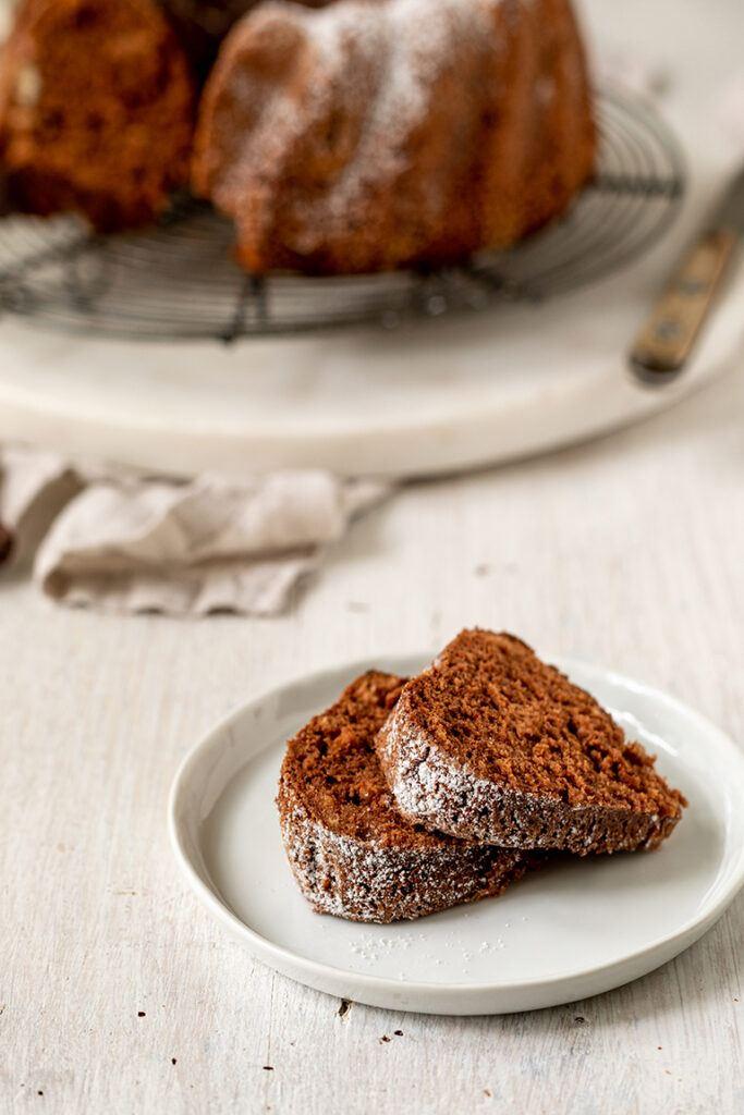 Leckerer Eischnee Gugelhupf mit Schokolade zur Eiweissverwertung nach einem Rezept von Sweets & Lifestyle®